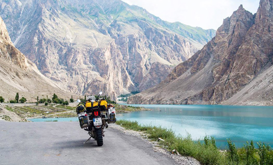 hunza gilgit ghizer lake khunjrab pass bike tour